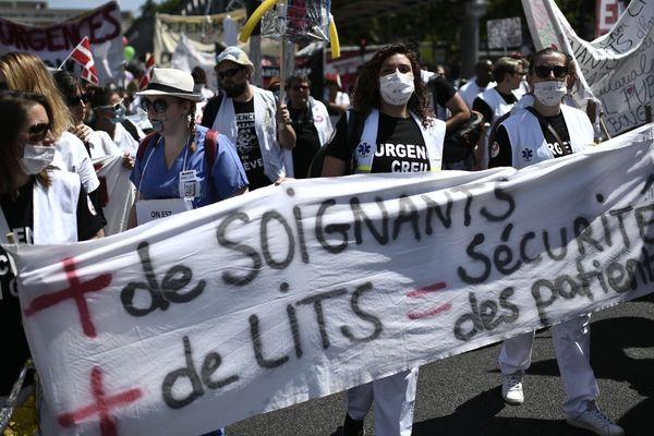 Manifestation nationale des personnels hospitaliers, le 2 juillet 2019 à Paris.