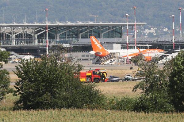 Accident d'avion : d'importants moyens de secours ont été déployés sur la piste de l'euroairport ce jeudi 23 juillet 2020