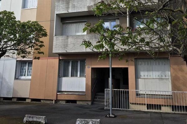 La résidence devant laquelle le jeune homme a été tué.