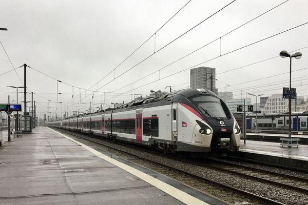 Un train Intercités en gare de Nantes, le 24 octobre 2019
