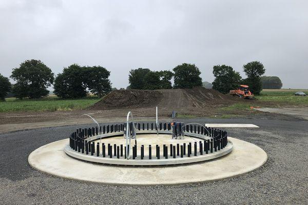 Les fondations d'une des éoliennes à Trédias entre Rennes et Saint-Brieuc. Le chantier est à l'arrêt suite à la décision de la cour d'appel administrative de Nantes.