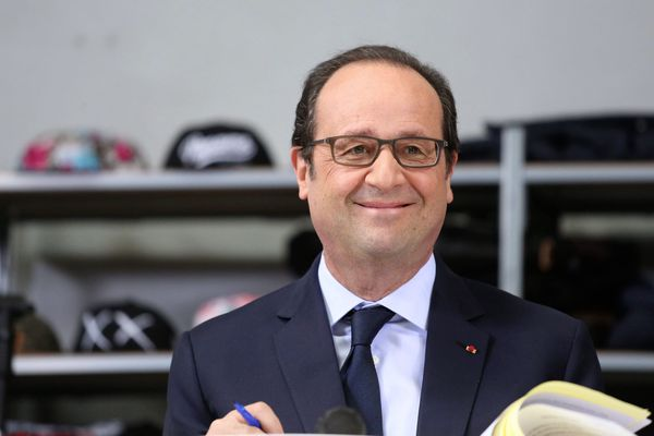 François Hollande ici en déplacement dans une entreprise de la région parisienne.