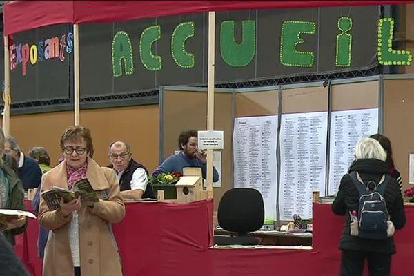 L'accueil du salon Primèvre, rendez vous incontournable de l'écologie. 35 000 visiteurs étaient attendus ce week-end à Eurexpo à Lyon. Un groupe d'individus a saccagé le stand des élus EELV de la Métropole qui dénoncent cette attaque par voie de communiqué.