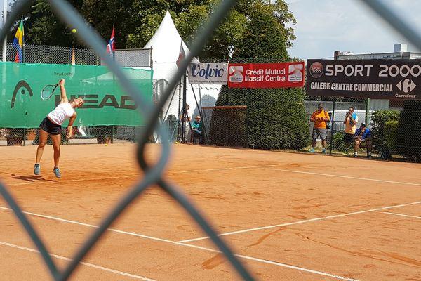 Alice Tubello, au tournoi international de tennis du stade clermontois
