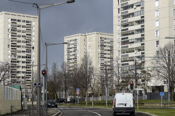 Aux Minguettes (Vénissieux), 7 tours seraient contrôlés par les trafiquants.