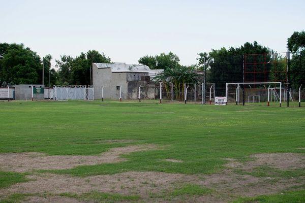 """La pelouse du """"Club Atletico y Social San Martin"""" où Emiliano Sala a joué au football quand il était jeune, à Progreso, province de Santa Fe, en Argentine."""