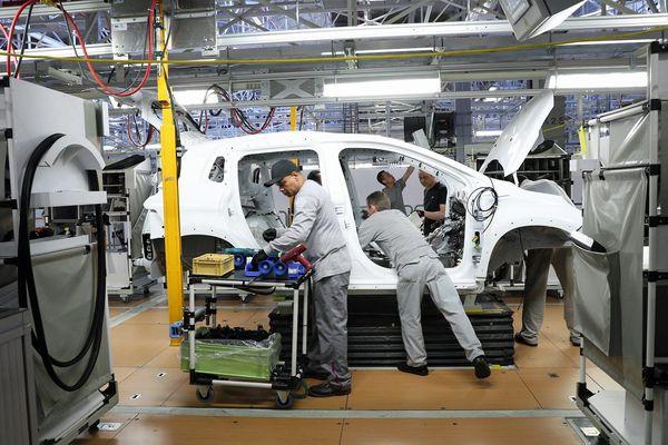 Nouvel atelier de montage sur le site de PSA (Peugeot Citroën Automobiles) à Mulhouse