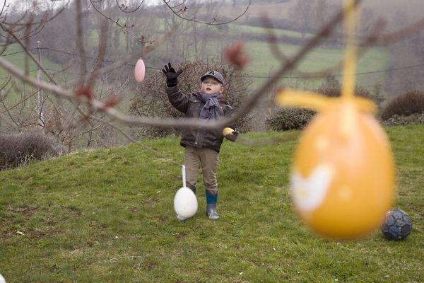 Pour le week-end de Pâques, une chasse aux œufs géante est organisée par le Secours Populaire du Puy-de-Dôme, au parc de Montjuzet, à Clermont-Ferrand, dimanche 1er avril entre 10h et 17h. Tous les bénéfices sont reversés aux associations solidaires de Madagascar. (Photo d'illustration)