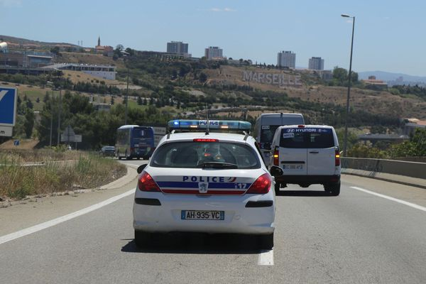 Illustration. Equipage de police sur l'autoroute A7 à l'entrée de Marseille (Bouches-du-Rhône).