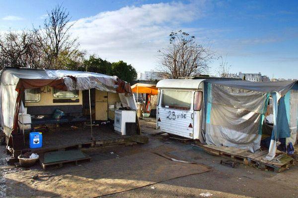 Une quarantaine d'enfants roms vivant dans un campement insalubre de la butte de Montarcy à Méry-sur-Oise (Val-d'Oise) présentent une intoxication au plomb. (Photo d'illustration).