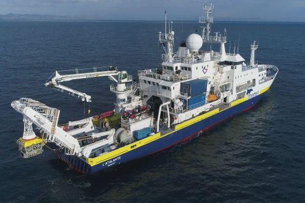 L'Atalante, navire océanographique de l'Ifremer écourte sa mission au profit du Shom, suite à des cas de Covid à bord.