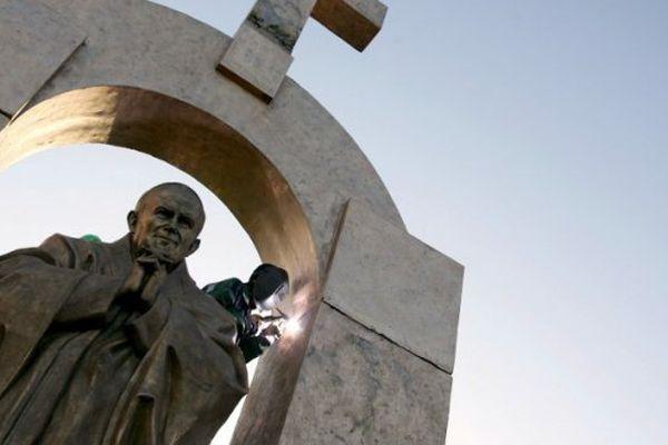 Statue de Jean Paul 2 à Ploermel