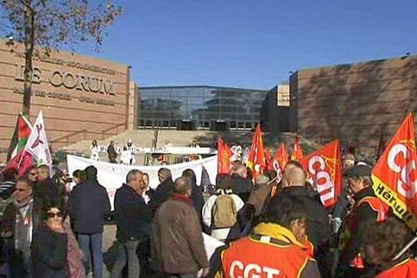 Montpellier - les manifestants devant le Corum où le Premier ministre participait aux Assises de la mer - 3 décembre 2013.