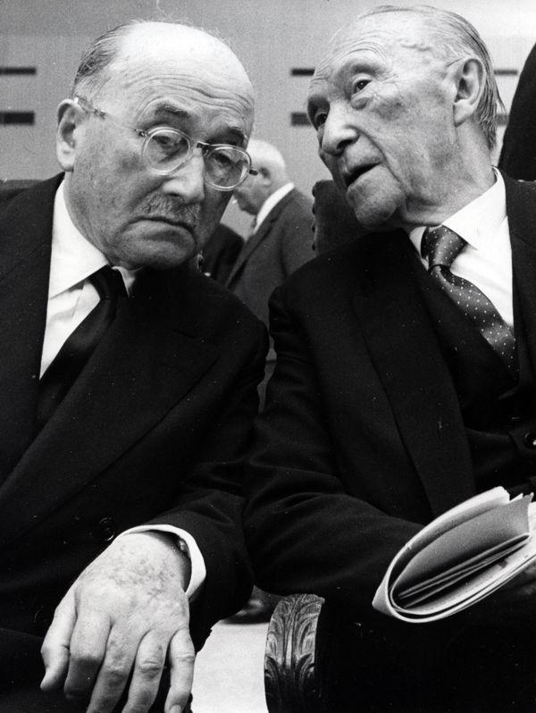 Ici Jean Monnet à gauche avec Konrad Adenauer au Luxembourg en 1966.