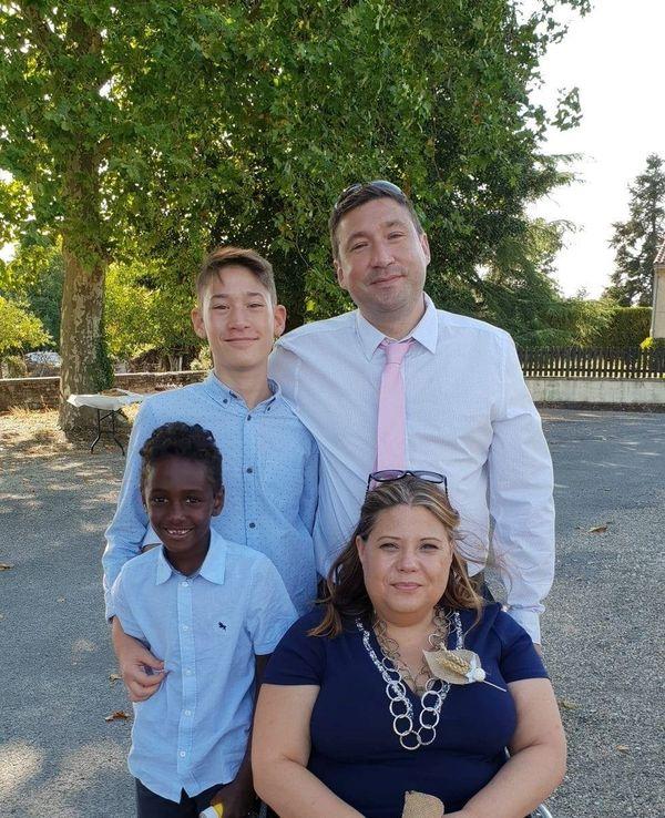 Jennifer Bondon avec son mari Cédric, et ses fils: Anthony 14 ans, et Théo 9 ans.