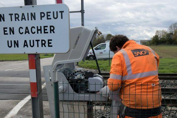 Illustration - Deux jeunes sont morts dans un accident de scooter avec un train à Salon-de-Provence.