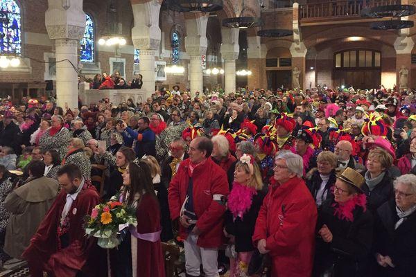 L'église Saint-Vaast pleine de carnavaleux ce dimanche matin