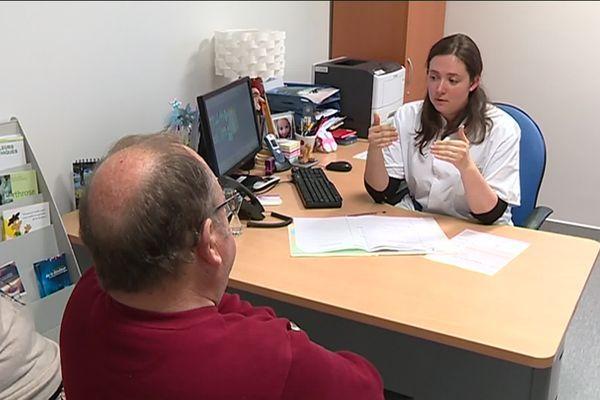 L'objectif du centre antidouleur du CHU de Limoges n'est pas de faire la chasse aux opioïdes, mais plutôt de sensibiliser les médecins et les patients aux conséquences de leur utilisation.