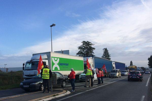Les routiers en blocage à Sainte-Luce-sur-Loire le 26 septembre 2017