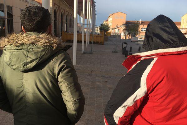 Deux Harragas sur le parvis de la gare de Perpignan - 2021.