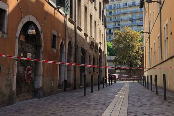 Des immeubles de la rue du Vieux-Temple à Grenoble avaient été évacués en raison d'un risque d'effondrement.