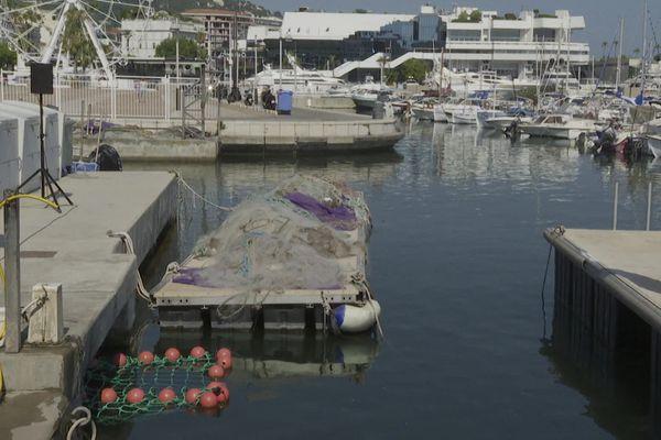 Filets de récupération des microdéchets dans le port de Cannes, le 16 juillet 2020