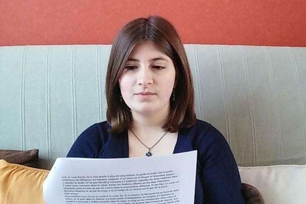 """Pauline Vargenau lit sa nouvelle """"Les yeux dans les yeux""""."""