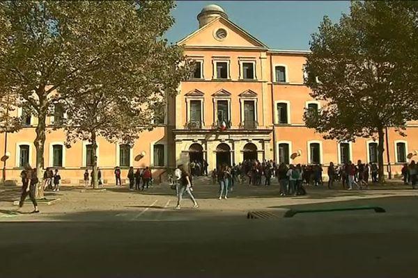 Le lycée Raynouard, à Brignoles.