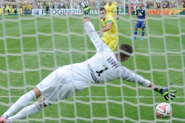 Veretout face à Lopes le gardien lyonnais le 28 septembre 2014