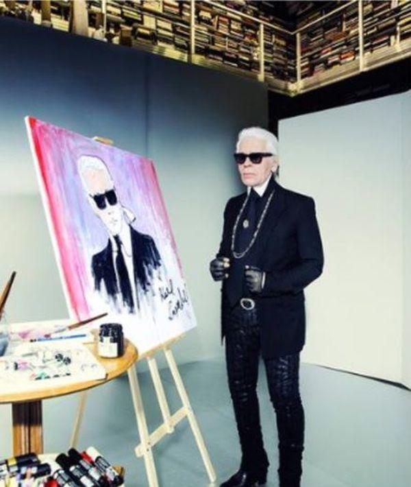 Karl Lagerfeld à l'issue de l'autoportrait qu'il a réalisé en 2014