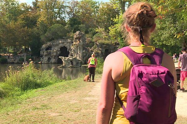 Faire de la randonnée, c'est possible dans un environnement périurbain, comme ici autour de Bordeaux (Parc de Majolan à Blanquefort).