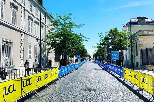 L'avenue de Champagne, à Epernay, parée pour le passage du Tour en mai 2019.