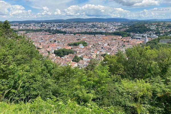 Besançon est entourée de plusieurs forts, offrant une vue imprenable sur la ville.