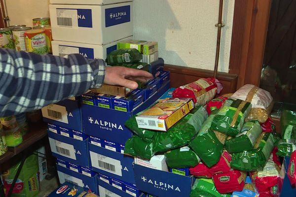 Les habitants ont mis en place un stock commun de nourriture pour passer l'hiver.