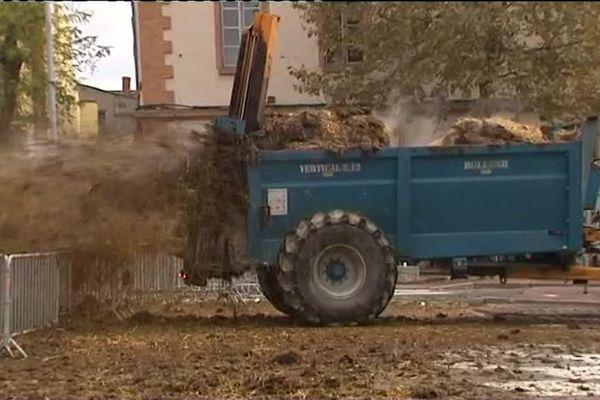 Lors de la manifestation du 14 novembre 2016, des dizaines de tracteurs avaient déversé des tonnes de fumier devant la Préfecture du Tarn-et-Garonne.
