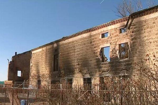 L'incendie de la ferme de la famille Petit, à Boisset, mardi 12 février, a totalement détruit les bâtiments, y compris leur habitation.