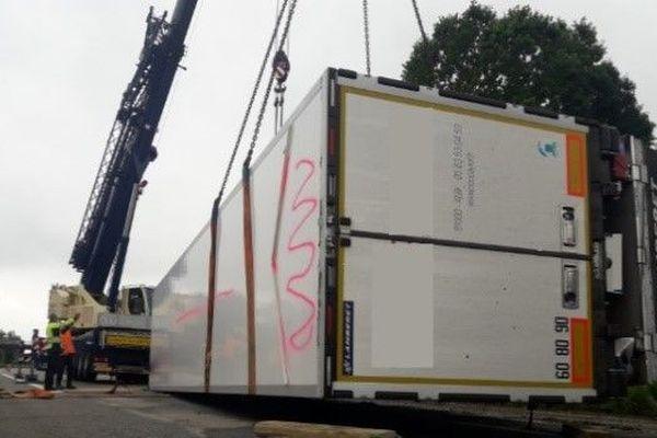 Les opérations de relevage et de nettoyage prendront plusieurs heures indique Vinci Autoroutes