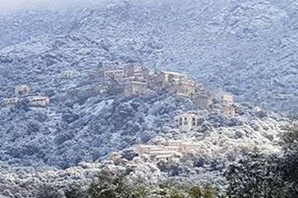 Le village de Lama sous la neige