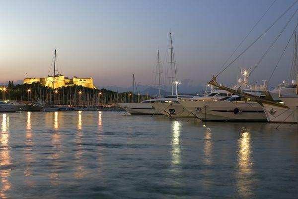 Le revenu par chambre moyen de la Côte d'Azur a baissé de 16,2% cet été, et les villes comme Cannes et Antibes ont été particulièrement touchées par ces mauvais résultats.