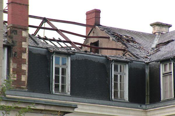Le toit de l'ancien couvent des Soeurs de la Charité a pris feu au cours de la nuit.