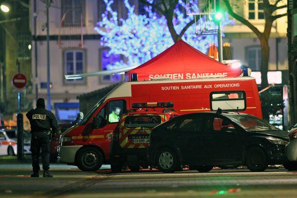 La cellule médico-psychologique place Gutenberg après les coups de feu tirés au marché de Noël au centre ville de Strasbourg le 11 décembre 2018