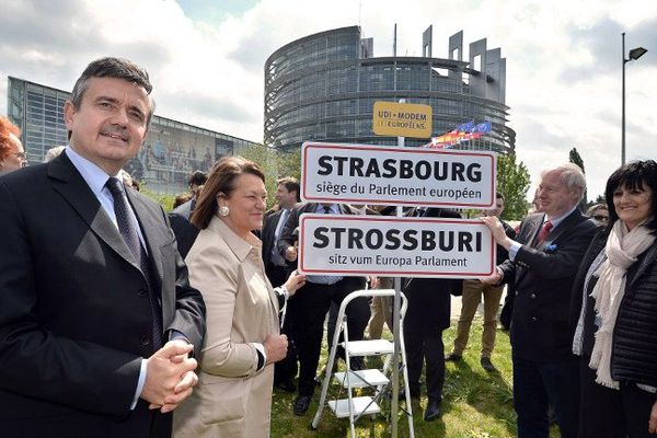 Les candidats UDI-Modem de la circonscription Est ont participé à une brève cérémonie symbolique pour défendre le siège strasbourgeois de l'institution