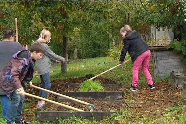 Jardiner au collège : exemple à Ornans