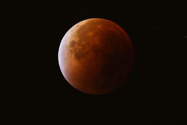 Une éclipse de Lune photographiée à Nice le 28 septembre 2015.