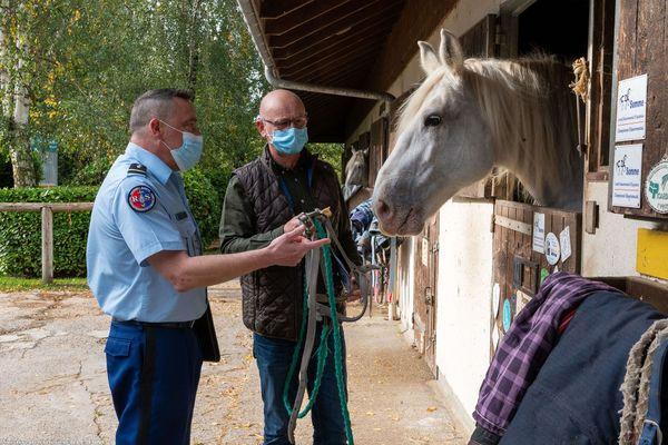 La gendarmerie de la Somme établit un diagnostic de sûreté dans un centre équestre
