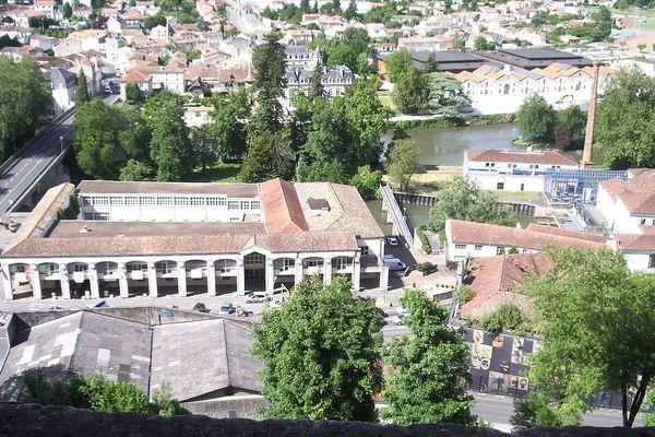 Vue aérienne de l'ancienne papeterie du Nil à Angoulême, ou l'ENJMIN installe ses nouveaux locaux.