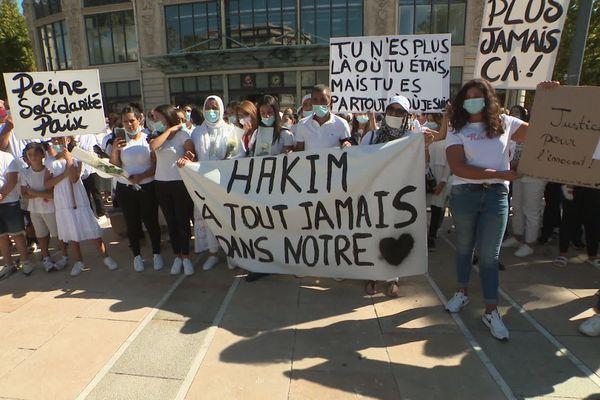 La marche blanche en mémoire d'Hakim Zadni a eu lieu samedi 12 septembre à Perpignan, une semaine après sa mort lors d'une bagarre dans une rue festive de Canet-en-Roussillon.
