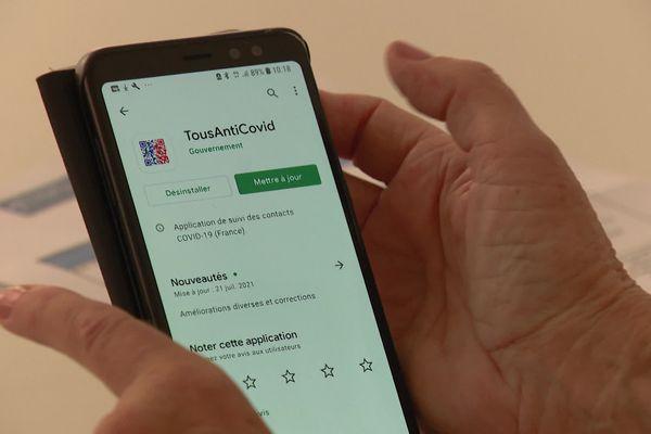 Lors des ateliers organisés par la ville de Nice, les séniors peuvent appréhender l'outil TousAntiCovid