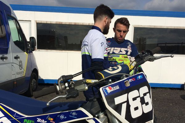 Le jeune Auvergnat Enzo Toriani concourt en catégorie MX2 (250cm3) en championnat du monde de motocross