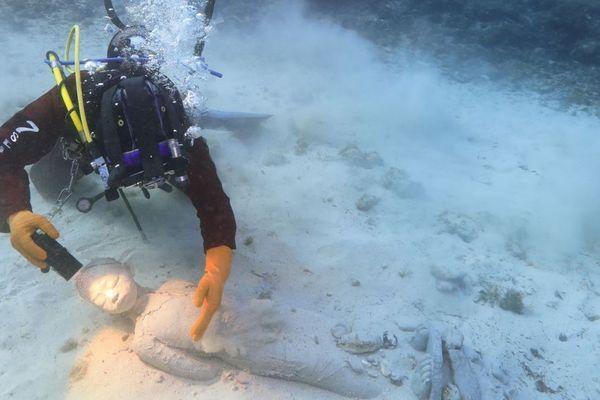 """L'une des sculptures immergées du futur musée subaquatique de Marseille, d'Evelyne Galinski tirée de son oeuvre """"Nereides"""""""